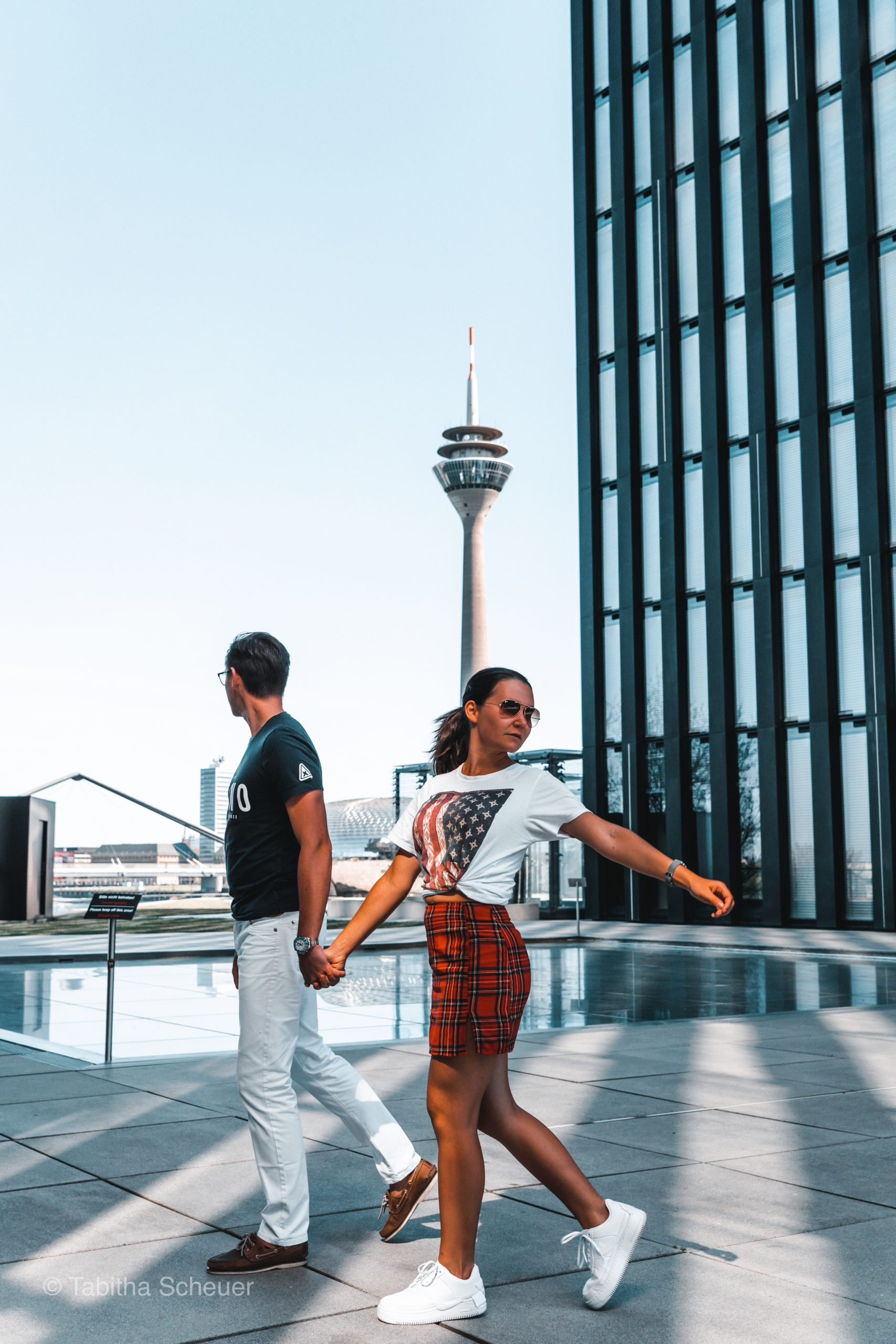 Travel Couple in Düsseldorf |Deutschlandreisen |Deutschland |Reisen in Deutschland |Düsseldorf Medienhafen